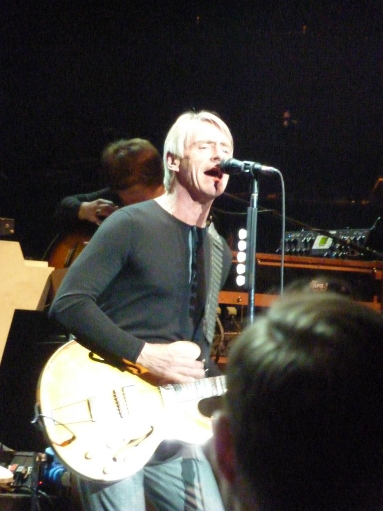 Weller on guitar, Teenage Cancer Trust Festival 2015